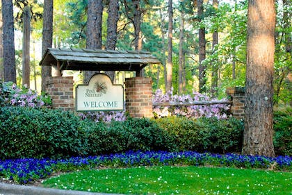 Hotel Entrance | Pine Needles Lodge & Golf Club