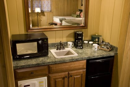 In-Room Kitchenette | Pine Needles Lodge & Golf Club