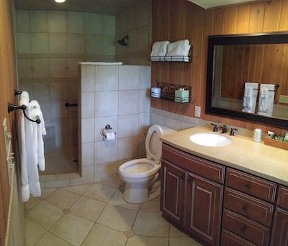 Bathroom | Pine Needles Lodge & Golf Club