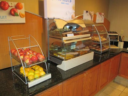 Breakfast Area | Holiday Inn Express & Suites Chicago West-Roselle