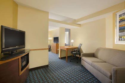 Guestroom | Fairfield Inn and Suites by Marriott Columbia