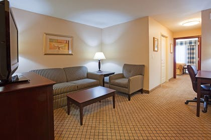 Guestroom | Holiday Inn Express & Suites Winona