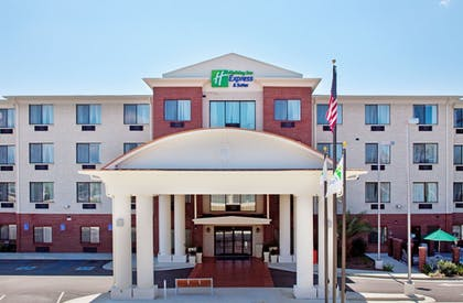 Featured Image   Holiday Inn Express & Suites Ocean Springs
