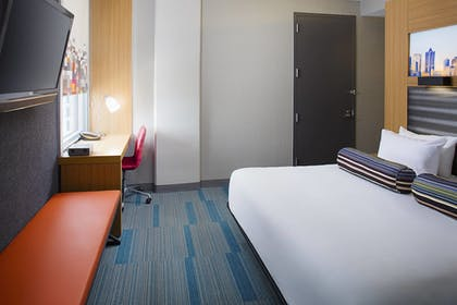 Guestroom | Aloft Charlotte Uptown at the EpiCentre