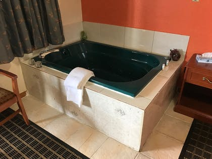 Jetted Tub | Best Nights Inn