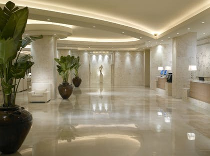 Interior Entrance | Grand Beach Hotel Miami