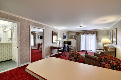 Living Room | Roosevelt Inn and Suites Saratoga Springs