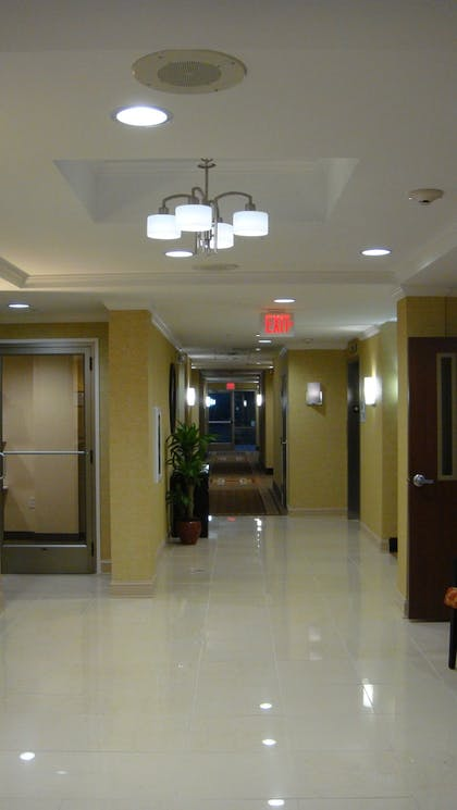 Hallway | Holiday Inn Express Hotel & Suites Memphis/Germantown