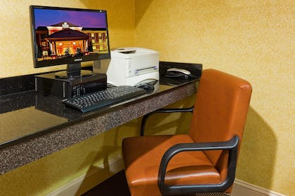 Business Center | Holiday Inn Express Hotel & Suites Memphis/Germantown