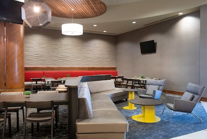 Lobby Sitting Area | SpringHill Suites by Marriott Las Vegas Convention Center