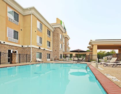 Pool | Holiday Inn Express & Suites Carthage