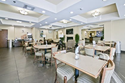 Dining | Holiday Inn Express & Suites Carthage