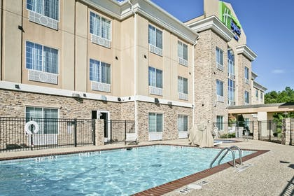 Outdoor Pool | Holiday Inn Express & Suites Carthage