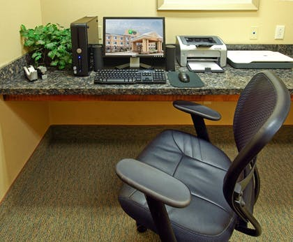 Business Center | Holiday Inn Express & Suites Carthage