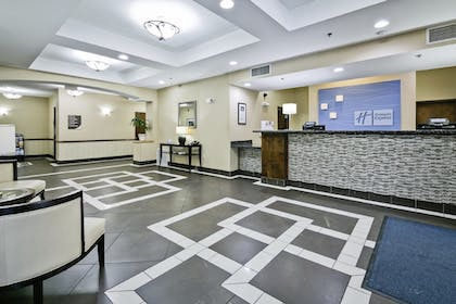 Lobby | Holiday Inn Express & Suites Carthage