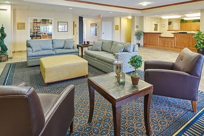 Lobby Sitting Area | Candlewood Suites Aurora-Naperville