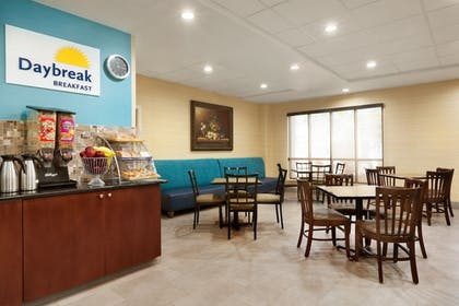 Breakfast Area | Days Inn & Suites by Wyndham San Antonio near AT&T Center