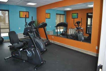 Fitness Facility | Days Inn & Suites by Wyndham San Antonio near AT&T Center