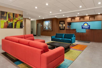 Lobby Sitting Area | Days Inn & Suites by Wyndham San Antonio near AT&T Center