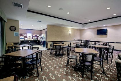 Restaurant | Holiday Inn Express & Suites Green Bay East