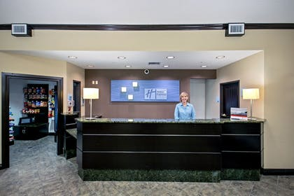 Lobby | Holiday Inn Express & Suites Green Bay East