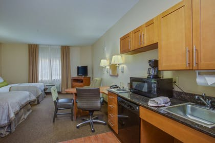 Guestroom | Candlewood Suites Richmond Airport