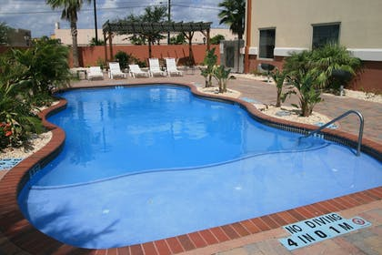 Outdoor Pool | Holiday Inn Brownsville