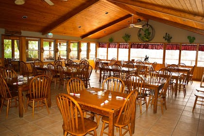 Restaurant | Flying L Ranch Resort