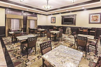 Dining | La Quinta Inn & Suites by Wyndham DFW Airport West - Bedford