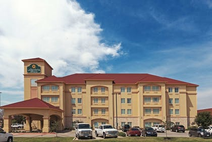 Exterior | La Quinta Inn & Suites by Wyndham DFW Airport West - Bedford