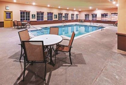 BBQ/Picnic Area | La Quinta Inn & Suites by Wyndham DFW Airport West - Bedford