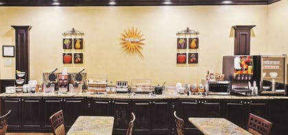 Breakfast Area | La Quinta Inn & Suites by Wyndham DFW Airport West - Bedford