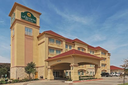 Featured Image | La Quinta Inn & Suites by Wyndham DFW Airport West - Bedford