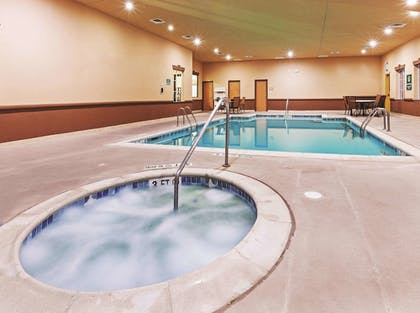 Pool | La Quinta Inn & Suites by Wyndham DFW Airport West - Bedford