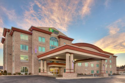 Exterior   Holiday Inn Express & Suites Somerset Central