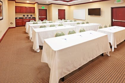 Featured Image | Holiday Inn Express Hotel & Suites GUYMON