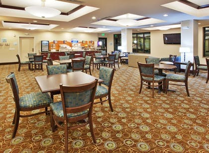 Restaurant | Holiday Inn Express Hotel & Suites Merced