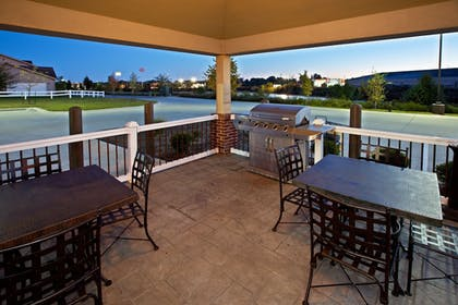 BBQ/Picnic Area | Candlewood Suites Lafayette