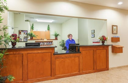 Lobby | Candlewood Suites Lake Jackson Clute