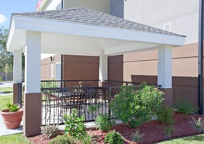 Garden | Candlewood Suites Lake Jackson Clute