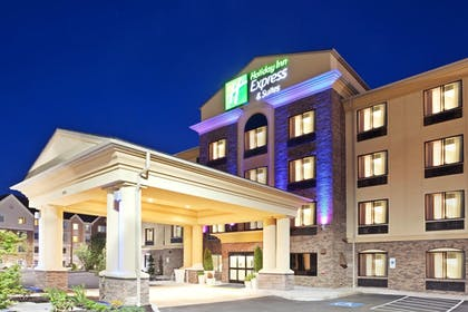 Exterior | Holiday Inn Express Hotel & Suites Vancouver Mall