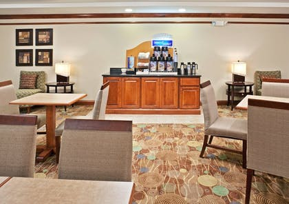 Restaurant | Holiday Inn Express Hotel & Suites Vancouver Mall