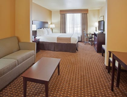 Guestroom | Holiday Inn Express Hotel & Suites Dinuba West