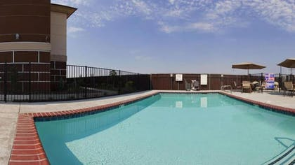 Outdoor Pool | Holiday Inn Express Hotel & Suites Dinuba West