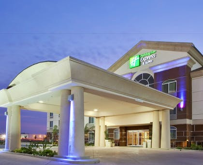 Featured Image | Holiday Inn Express Hotel & Suites Dinuba West