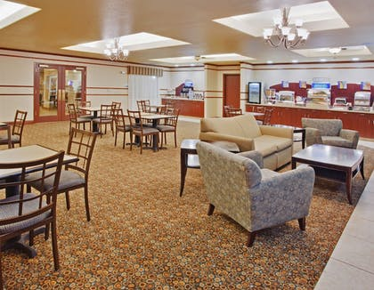 Restaurant | Holiday Inn Express Hotel & Suites Dinuba West