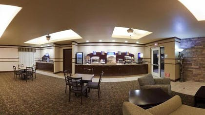 Breakfast Area | Holiday Inn Express Hotel & Suites Dinuba West