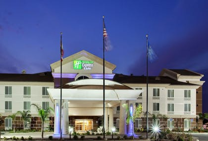 Exterior | Holiday Inn Express Hotel & Suites Dinuba West