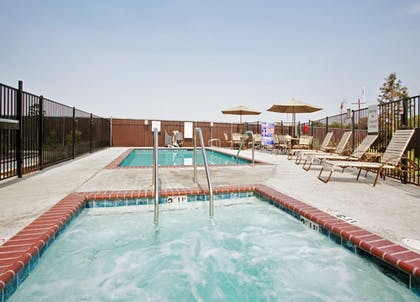 Pool | Holiday Inn Express Hotel & Suites Dinuba West
