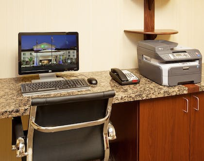Business Center | Holiday Inn Express Hotel & Suites Dinuba West
